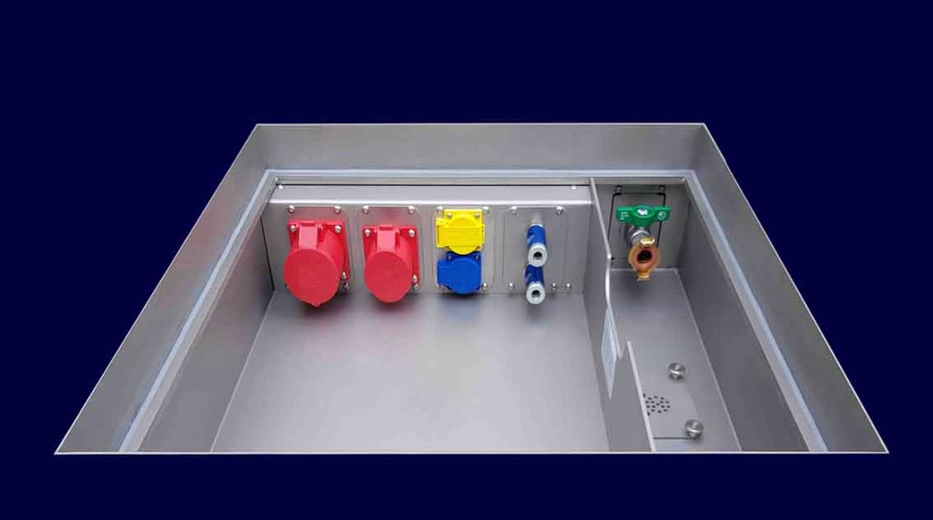 Combination floor tank with sockets, supply water and waste water