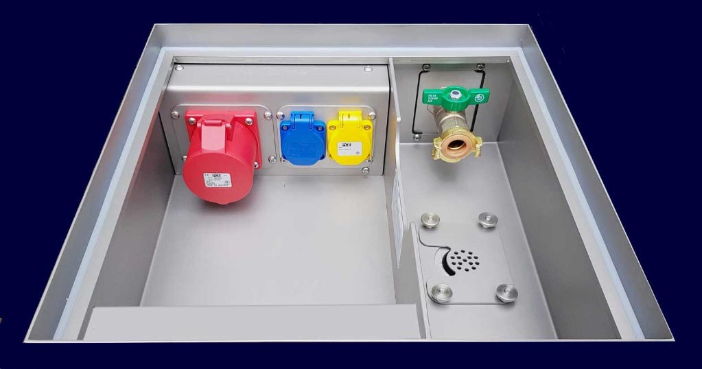 Floor Tank type UMKIRCH, 4 power / data modules and a separate compartment for distributor or tapwater/wastewater