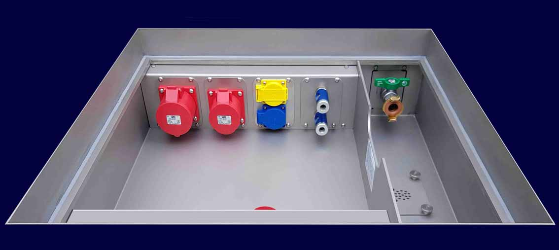 Underfloor-tank type WEEZE, 8 slots for modules size M3 up to CEE 32 amp, tap-water & wastewater